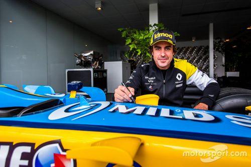 Fernando Alonso visita la Renault