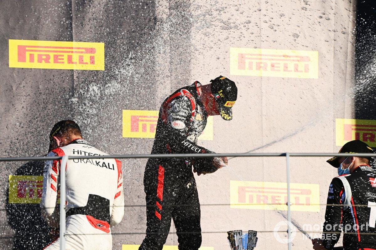 Podio: Nobuharu Matsushita, MP Motorsport, segundo lugar Luca Ghiotto, Hitech Grand Prix, y tercer lugar Louis Deletraz, Charouz Racing System