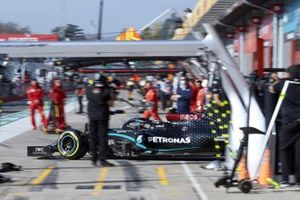 Valtteri Bottas, Mercedes F1 W11, leaves the