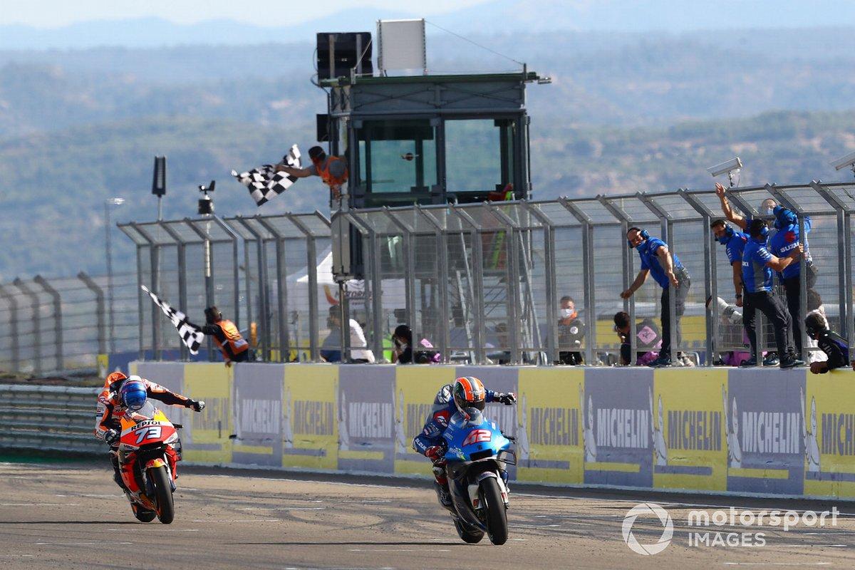 Ganador Alex Rins, Team Suzuki MotoGP, segundo lugar Alex Márquez, Repsol Honda Team