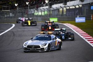 Safety Car, Lewis Hamilton, Mercedes F1 W11 en Max Verstappen, Red Bull Racing RB16