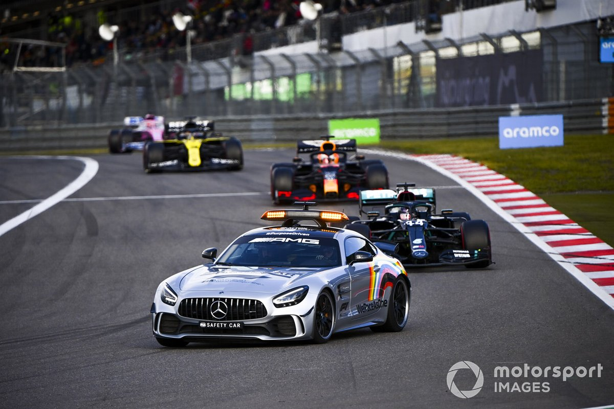 Safety Car lidera a Lewis Hamilton, Mercedes F1 W11, Max Verstappen, Red Bull Racing RB16