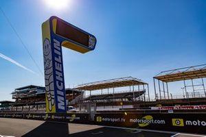 Logos de Motorsport.com en Le Mans