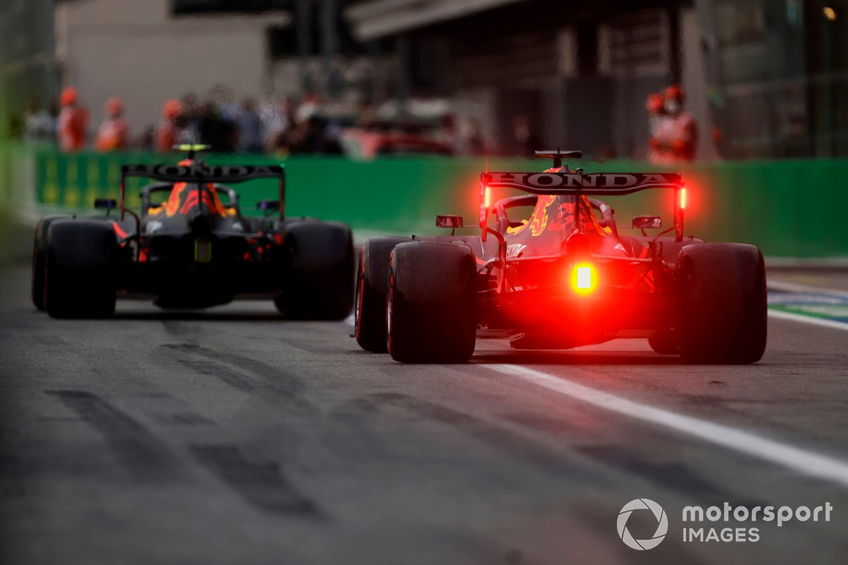 Sergio Pérez, Red Bull Racing RB16B, Max Verstappen, Red Bull Racing RB16B