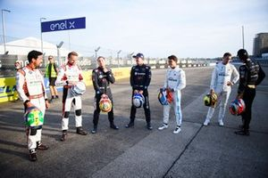 Drivers on the grid pose for photo