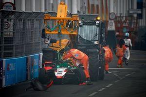 Marshals remove the damaged car of Rene Rast, Audi Sport ABT Schaeffler, Audi e-tron FE07