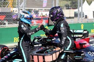 Valtteri Bottas, Mercedes, si congratula con Lewis Hamilton, Mercedes, per essersi assicurato la pole