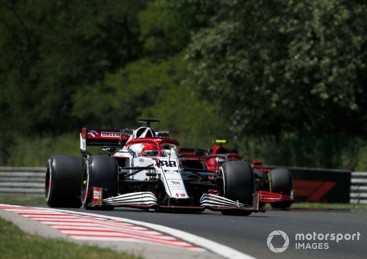 Robert Kubica, Alfa Romeo Racing C41, Carlos Sainz Jr., Ferrari SF21