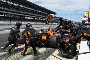 Patricio O'Ward, Arrow McLaren SP Chevrolet pit stop.