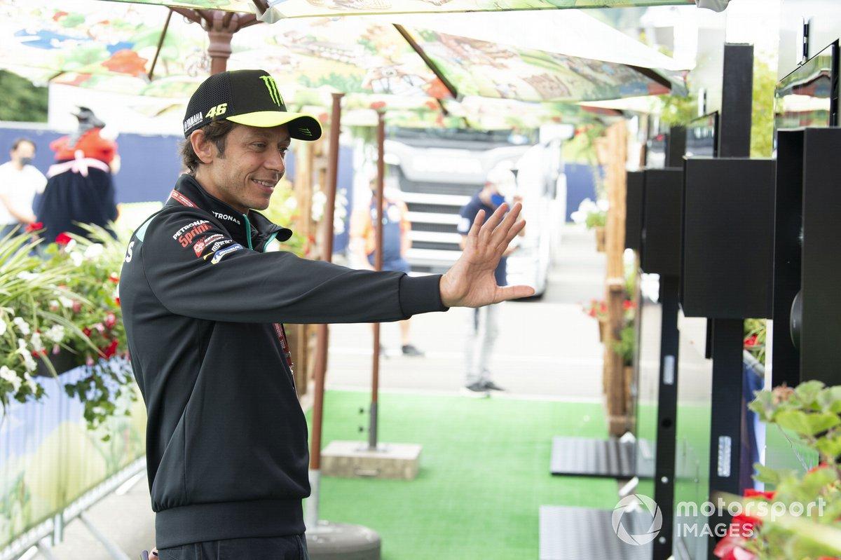 Valentino Rossi, Petronas Yamaha SRT, en la alfombra verde
