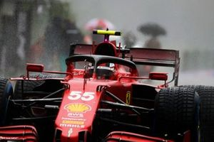 Carlos Sainz Jr., Ferrari SF21, arrives on the grid