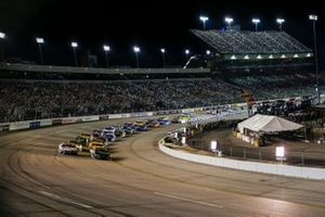 Kurt Busch, Chip Ganassi Racing, Chevrolet Camaro Monster Energy; Denny Hamlin, Joe Gibbs Racing, Toyota Camry FedEx Ground
