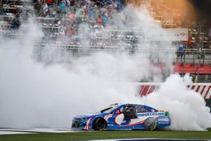 Ganador de la carrera Kyle Larson, Hendrick Motorsports, Chevrolet Camaro