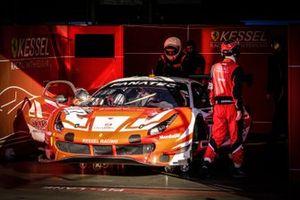 #11 Kessel Racing Ferrari 488 GT3: Tim Kohmann, Francesco Zollo, Giorgio Roda