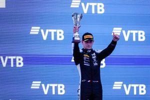 Victor Martins, MP Motorsport, fête sur le podium