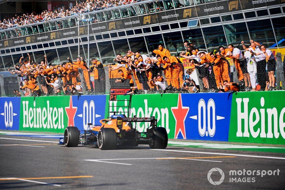 Daniel Ricciardo, McLaren MCL35M, vince il Gran Premio d'Italia