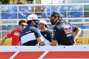 Yuki Tsunoda, AlphaTauri Sergio Perez, Red Bull Racing driver parade
