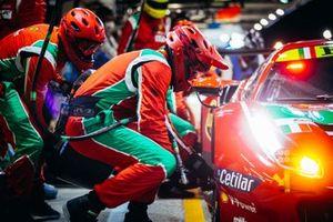 #51 AF Corse Ferrari 488 GTE EVO LMGTE Pro, Alessandro Pier Guidi, James Calado, Come Ledogar, fait un arrêt au stand