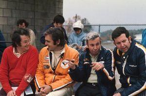 Peter Revson, McLaren, mit Teddy Mayer und Ed Alexander