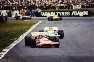 Mario Andretti, March 701 Ford leads Henri Pescarolo, Matra MS120