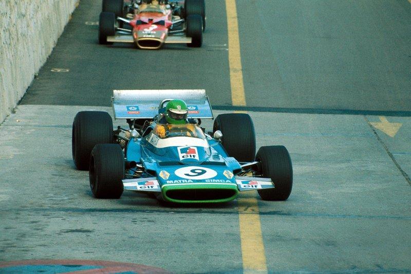 Henri Pescarolo, 3rd Matra Simca MS120 leads Jochen Rindt, Lotus 49C