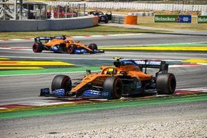 Lando Norris, McLaren MCL35, Carlos Sainz Jr., McLaren MCL35
