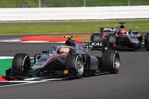 Luca Ghiotto, Hitech Grand Prix, precede Nikita Mazepin, Hitech Grand Prix