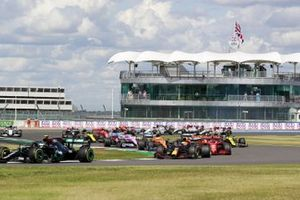 Valtteri Bottas, Mercedes F1 W11 Max Verstappen, Red Bull Racing RB16 at the start of the race