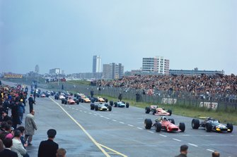 Jochen Rindt, Brabham BT26 Repco, and Chris Amon, Ferrari 312, at the start
