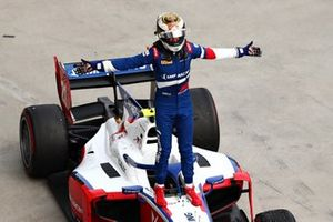 Race winner Robert Shwartzman, PREMA Racing