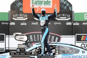 Race Winner Kevin Harvick, Stewart-Haas Racing, Ford Mustang