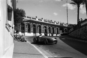 Drift: Carlos Menditéguy, Maserati 250F