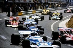 Jean-Pierre Beltoise, Matra MS120 leads Jackie Stewart, March 701 Ford and Jochen Rindt, Lotus 72C Ford at the start