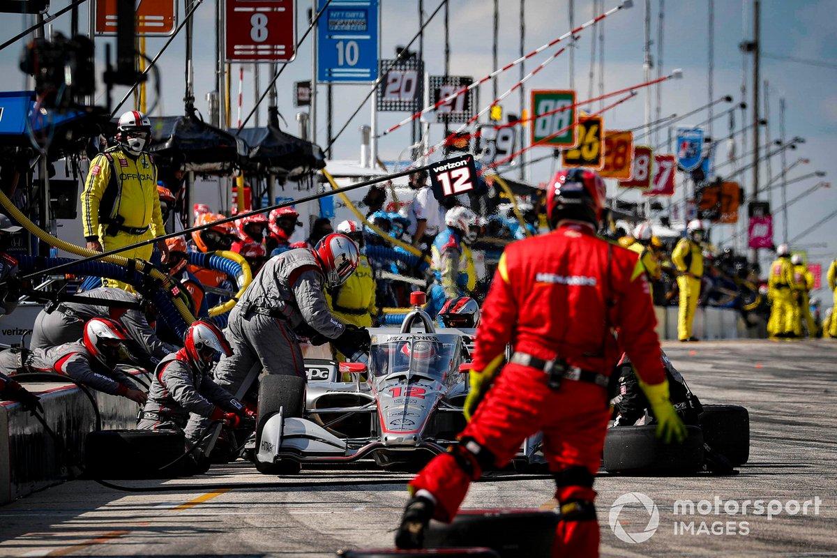 Simon Pagenaud, Team Penske Chevrolet, pit stop, Will Power, Team Penske Chevrolet