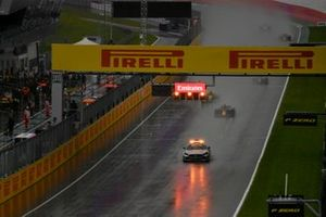 The Safety Car leads Yuki Tsunoda, Carlin, Guanyu Zhou, UNI-Virtuosi, and the rest of the field