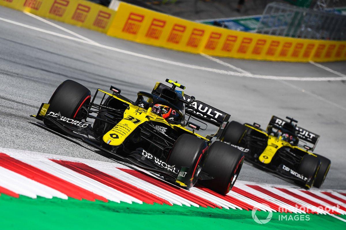 Esteban Ocon, Renault F1 Team R.S.20 precede Daniel Ricciardo, Renault F1 Team R.S.20
