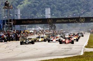 Elio de Angelis, Lotus 95T Renault, Michele Alboreto, Ferrari 126C4. They lead Niki Lauda, McLaren MP4-2 TAG, Alain Prost, McLaren MP4-2 TAG, and Derek Warwick, Renault RE50