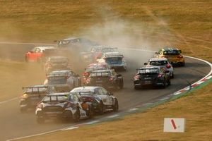 Start of Race 3, Tom Ingram, Toyota Gazoo Racing UK with Ginsters Toyota Corolla spins in the pack