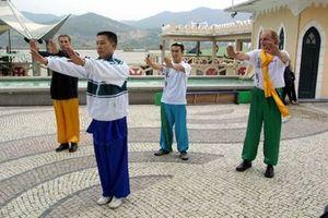 Takuma Sato, learns martial arts from a local master