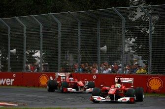 Felipe Massa, Ferrari F10 precede Fernando Alonso, Ferrari F10, GP d'Australia 2010