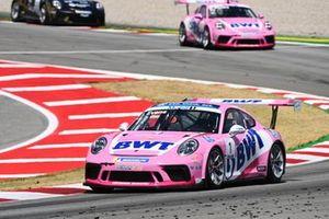 Jaxon Evans, BWT Lechner Racing, leads Dylan Pereira, BWT Lechner Racing