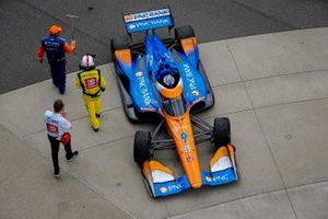 Scott Dixon, Chip Ganassi Racing Honda pulling into Victory Lane