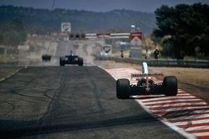 Vista trasera del McLaren M23 Ford