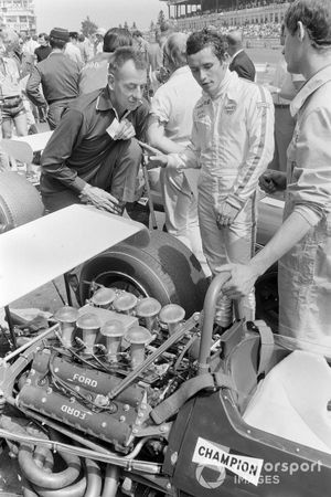 Jacky Ickx, Brabham BT26A Ford, discute avec Ron Tauranac et Ron Dennis