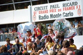Podium: 1. Niki Lauda, 2. James Hunt, 3. Jochen Mass