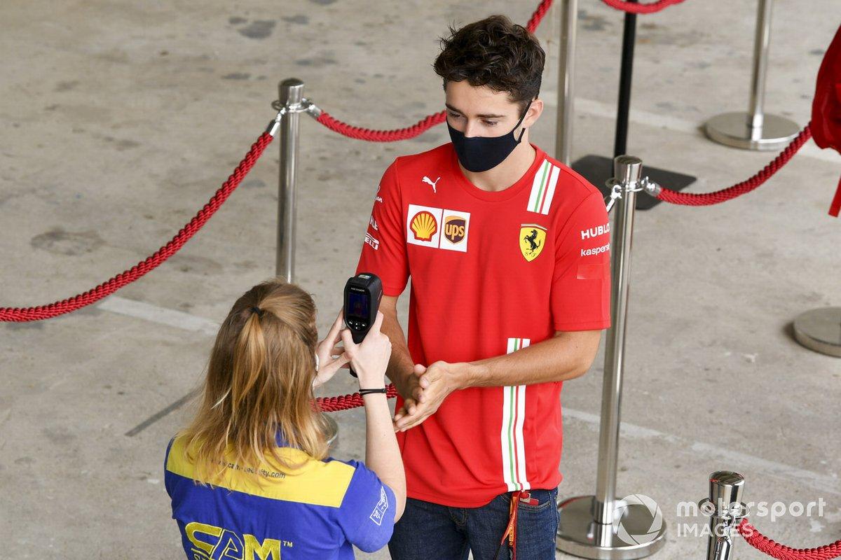 Charles Leclerc, Ferrari en un control de temperatura