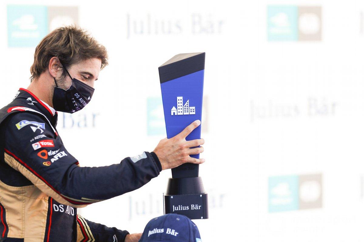Con el premio de pole position Antonio Félix da Costa, DS Techeetah