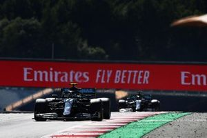 Valtteri Bottas, Mercedes F1 W11 EQ Performance, en Lewis Hamilton, Mercedes F1 W11 EQ Performance