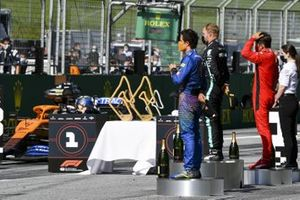 Ландо Норрис, McLaren, Валттери Боттас, Mercedes-AMG Petronas F1 и Шарль Леклер, Ferrari на подиуме