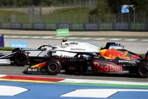 Nicholas Latifi, Williams FW43, battles with Alex Albon, Red Bull Racing RB16